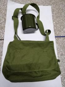 军绿色挎包,盅蛊