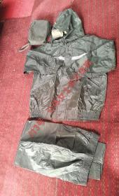 职业作训服之物,分体雨衣雨裤,品相如图。以图中实物物品为准!