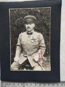 日军老照片2张,日军陆军工兵大佐冈田政照,衬纸正反两面贴2张照片,军官等