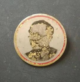 解放初期:任弼时纪念铜章