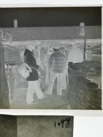 120底片1张 本溪日报摄影资料 记者下乡 农家院