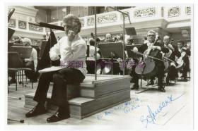 当代杰出钢琴大师 阿什肯纳齐(Vladimir Ashkenazy)亲笔签名照