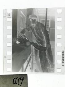 135底片1张 本溪日报摄影资料  磨坊磨面