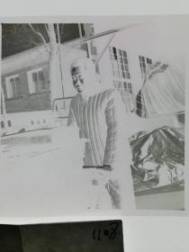 120底片1张 本溪日报摄影资料 工厂搬运工 棉袄有特色
