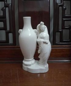 一个独特的贵妃醉酒瓷塑老酒瓶