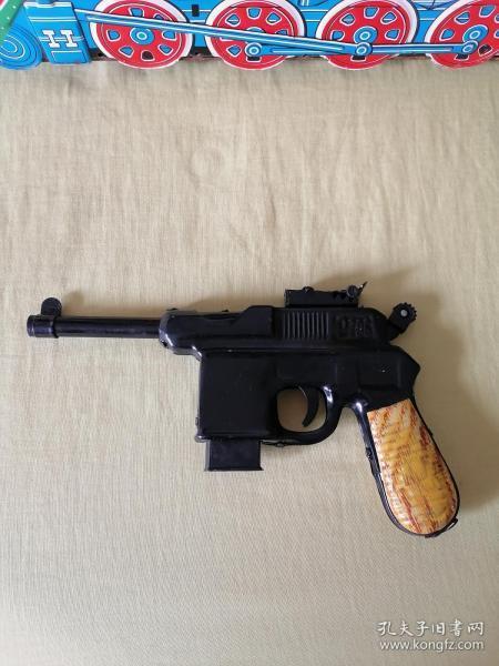 鐵皮玩具《駁殼槍》吸盤槍庫存少見《注意隨機發未開封的,,圖上是開封的樣品》