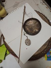 清代小秤,秤杆是铜的 比较少见 ,年代清,包真包老,售出不退。秤盘10.8cm,秤砣3.9*3.5cm,秤杆长36.5cm.