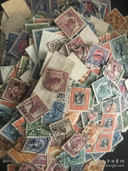 民国老邮票2000张 民国孙中山像邮票、烈士邮票、帆船邮票等约2000张 大戳 全戳 地名戳非常多 便宜出 老味道 百年中国老邮票 几毛钱一张