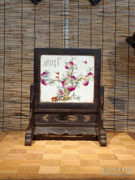 檀木瓷板插屏, 尺寸长36宽24高41厘米 名人绘画,诗文写意,寓意福寿绵长,边框檀木,牙板雕刻草龙,线条漂亮,做工讲究,保存完整!