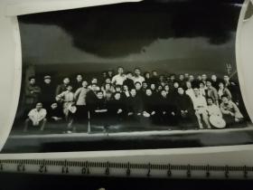 原国家民委专家张红、段星光旧藏老照片1张 1963年与空政话剧团合影