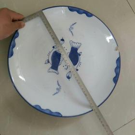 瓷盘,荣昌底款,〈吉庆有鱼〉大盘子,直径35㎝。厚重