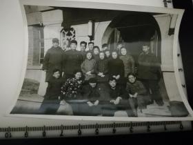原国家民委专家张红、段星光旧藏老照片1张 风华正茂女大学生2