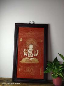 描金佛像瓷板画,唐卡瓷板,花梨木框,描金工艺。做工精致。佛像面容慈祥,保存完整,品相一流。