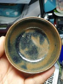 老窑瓷小碗一个,,釉水不错,喜欢的来买,价格不高,售出不退.