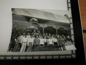 原国家民委专家张红、段星光旧藏老照片1张 品相尺寸如图  1961年北京万寿山合影