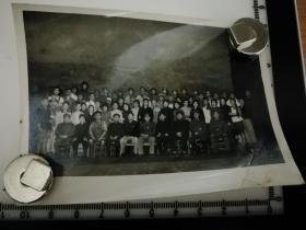 原国家民委专家张红、段星光旧藏老照片1张 1969年在北京与战士话剧团合影