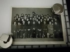 原国家民委专家张红、段星光旧藏老照片1张 1963年段星光与兵临城下全体演员合影