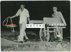 1958年周恩来周总理参加北京十三陵工地劳动老照片,可能是您没见过的周总理的一个瞬间