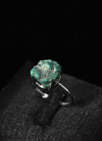 (V4821)《松石原矿纯银饰品》戒指一枚 纯天然 戒面尺寸:11*10.1mm 925银戒托 大小可调整  总重2.36g。纯天然原矿松石。