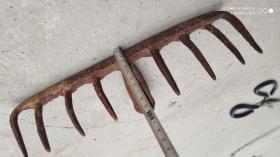 农具工具;铁耙子一个九齿钉耙