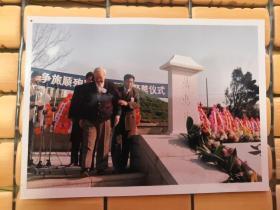 辽宁省政协原主席:宋黎—在甲午百年祭上照片一张(9cm×12cm)背后有文字说明。1994年