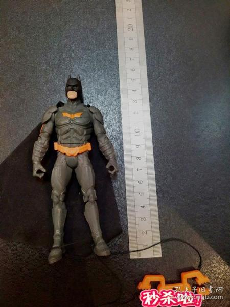 BATMAN  蝙蝠侠——(无原配武器),灰色蝙蝠侠——布鲁斯·韦恩 ★ 6寸可动人偶 玩具公仔  @鲍勃·凯恩,比尔·芬格 / DC漫画, 企划·制作:DC公司,発壳:HASBRO (孩之宝公司)