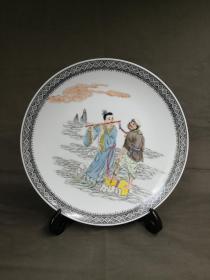 567精品瓷,粉彩人物赏盘,八仙过海故事,韩湘子与吕洞宾。