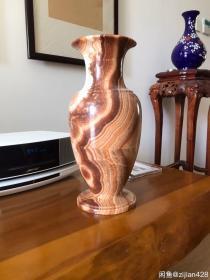 大理石老花瓶:超过20年的冰花大理石老花瓶,稀有石材,纹路独特,典雅高贵,用料厚实。重约5.6公斤,尺寸约36厘米*16厘米。好货难觅!