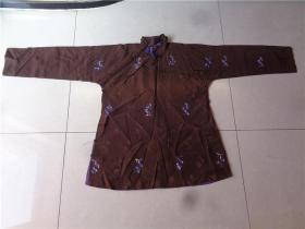 民国时期大襟绣花丝绸上衣