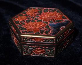 剔红漆器彩绘六棱首饰盒 高5.5cm   宽12.5cm 重457克