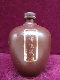 劲牌坛藏酒瓶