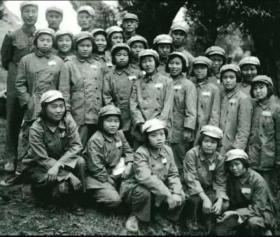 建国初期支援新疆为建设兵团男人当老婆的湘女老照片23张5吋的hw