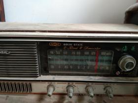 海燕牌T322型2波段8半导体管交直流两用收音机