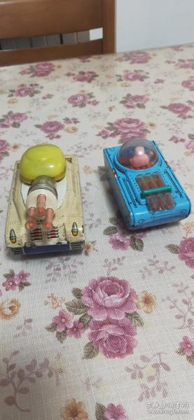两辆老铁皮玩具坦克打包出