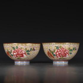 粉彩雕刻花卉纹碗一对
