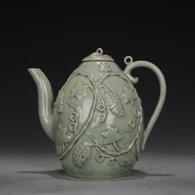 高丽王朝时期! 青瓷浮雕葡萄纹梨型壶
