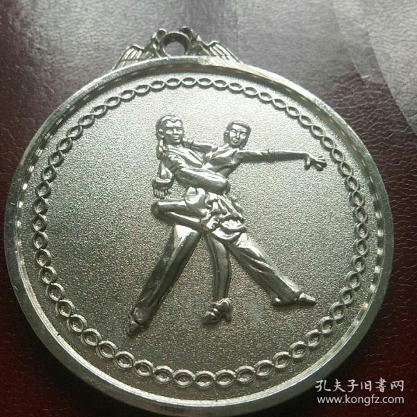 中国齐齐哈尔第六届摩登舞拉丁舞公开赛银牌  合金材料镀银7Ⅹ6.5厘米