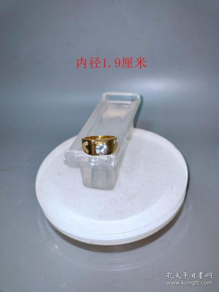 天然白宝石18k金戒指。