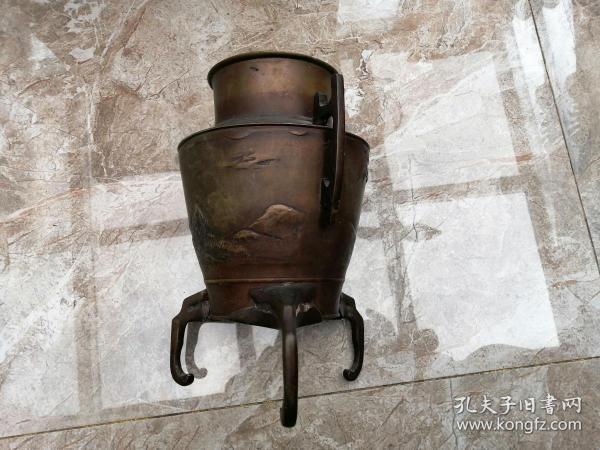 日本回流:刻画浮雕三足铜花瓶