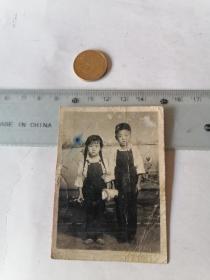 小朋友  合影  50件以内商品收取一次运费,硬币做参考大小自定。
