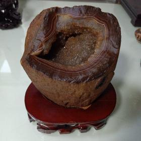 玛瑙奇石聚宝盆。天然形成的聚宝盆可以放硬币。