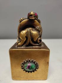 古玩收藏黄铜镶嵌红绿宝宝石招财穿环貔貅瑞兽印章书房闲章摆件