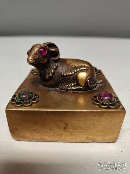 收藏黄铜镶嵌红绿宝宝石生肖羊铜印章书房闲章摆件