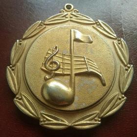 乐谱旗帜图案奖章 铜镀金厚重8×7厘米 疑为国外体育奖牌