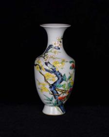 清雍正 珐琅彩花卉纹赏瓶