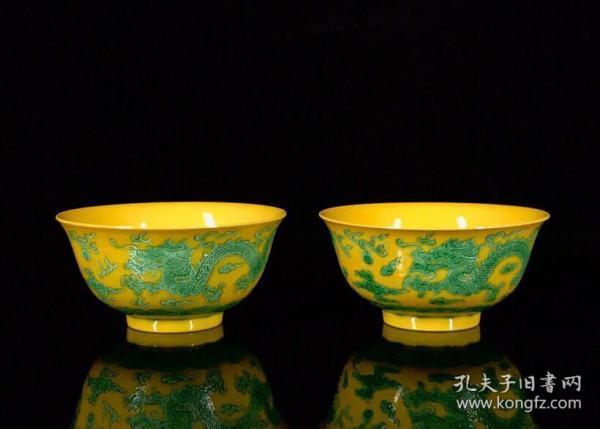 清康熙素三彩雕刻双龙戏珠纹寿字碗