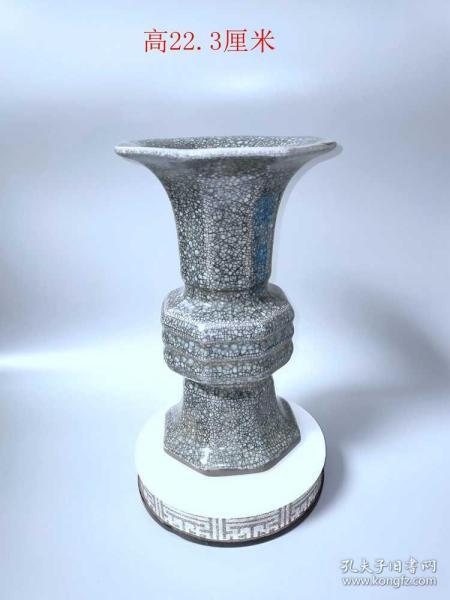宋宣和年制官窑冰裂纹赏瓶