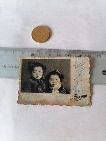 小朋友    合影50件以内商品收取一次运费,硬币做参考大小自定。