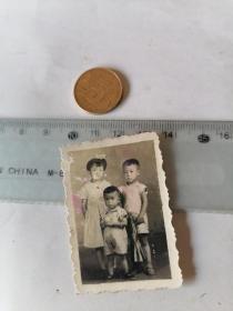 小朋友    合 影50件以内商品收取一次运费,硬币做参考大小自定。
