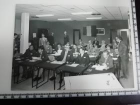 大尺幅老照片 一起专家参观长春第一汽车制造厂 小组讨论会